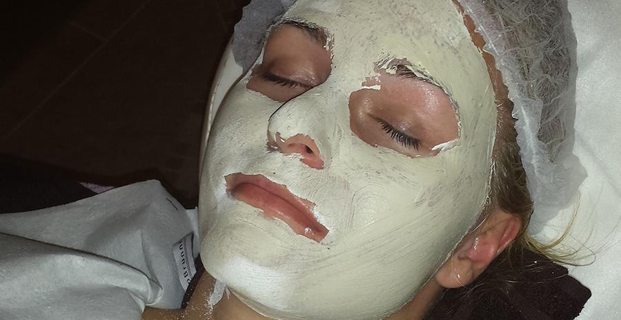 Manualne oczyszczanie twarzy